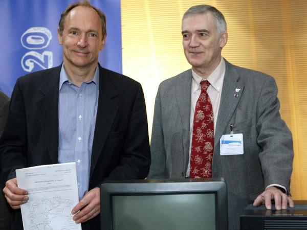 Tim Berners-Lee (kiri) dan Robert Cailliau (kanan)